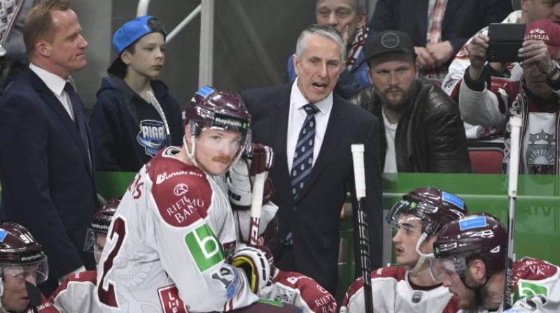 Bobs Hārtlijs uz Latvijas izlases soliņa. Foto: Romāns Kokšarovs/F64