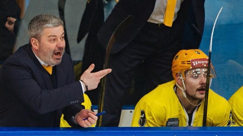 VHL čempioni Leonīds Tambijevs un Edgars Siksna (#3). Foto: VHL
