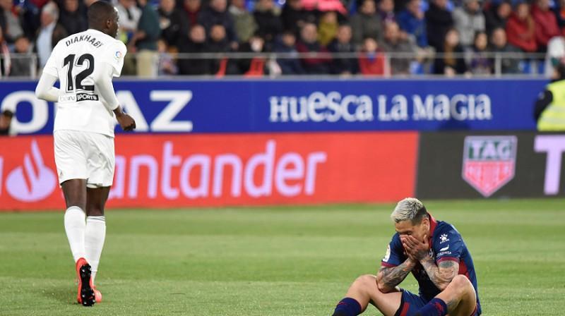 """""""Huesca"""" krīt ārā, """"Valencia"""" turpina cīņu par Čempionu līgu. Foto: EPA/Scanpix"""