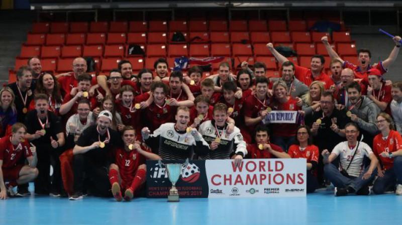 Čehijas U19 florbola izlase pēc triumfa pasaules čempionātā. Foto: Adam Troy