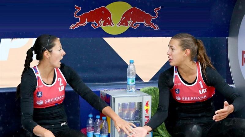 Anastasija Kravčenoka un Tīna Graudiņa. Foto: CEV