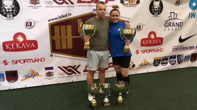 Ritvars Suharevs un Rebeka Koha pēc uzvaras Latvijas čempionātā. Foto: Latvijas Svarcelšanas federācija