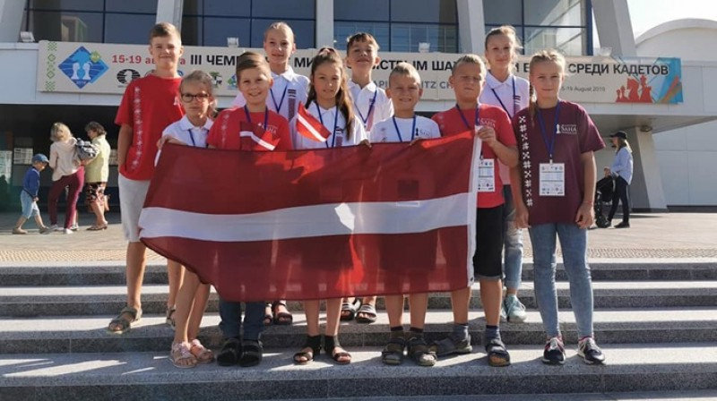 Latvijas jaunie šahisti Minskā. Foto: sahafederacija.lv