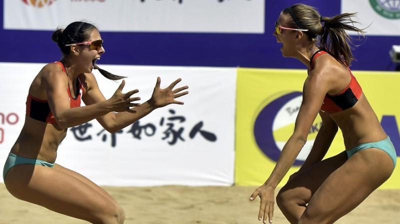 Anastasija Kravčenoka un Tīna Graudiņa. Foto: beachvolleyball.ioqt.2019.fivb.com