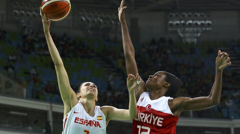 Lara Sandersa cīņā ar Albu Torensu Rio spēļu ceturtdaļfinālā 2016. gada 16. augustā. Foto: Reuters/Scanpix