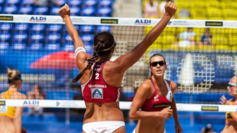 Anastasija Kravčenoka un Tīna Graudiņa pasaules čempionātā. Foto: instagram.com/michael_gomez_photography