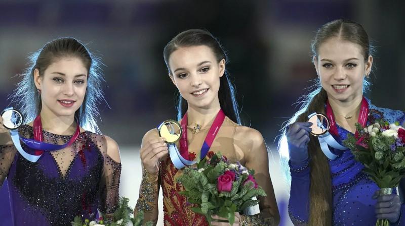Aļona Kostorna, Anna Ščerbakova, Aleksandra Trusova. Foto: Aleksandrs Fiļfs, rsport.ria.ru