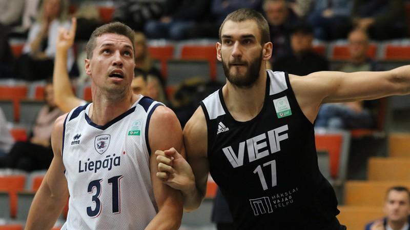 Andrejs Seļakovs cīņā ar Viktoru Iļjinu. Foto: Ģirts Gertsons