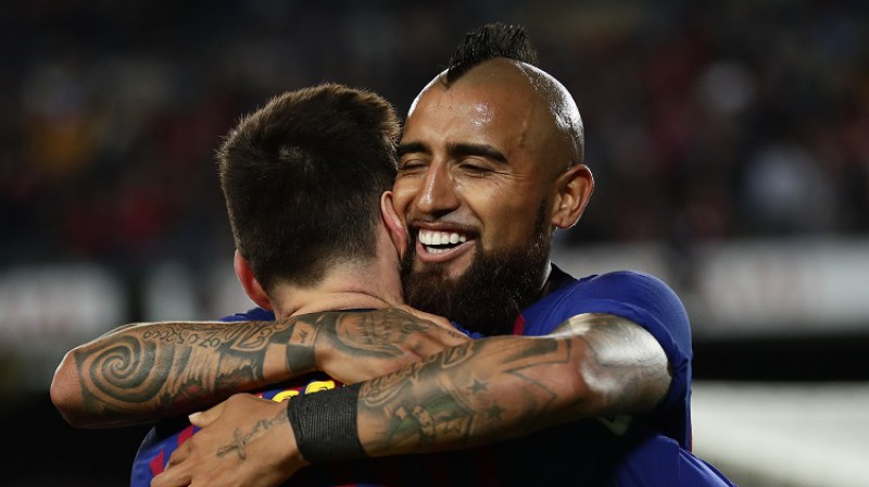 Lionels Mesi un Arturo Vidals. Foto: AP/Scanpix