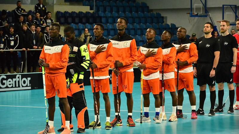 Kotdivuāras izlase pirms spēles ar Šveici Foto: IFF Floorball