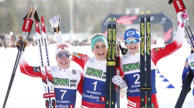 No kreisās: Helēne Fosesholma, Terēse Jūhauga un Ingvilda Flugstada Ēstberga. Foto: Terje Pedersens/NTB Scanpix.