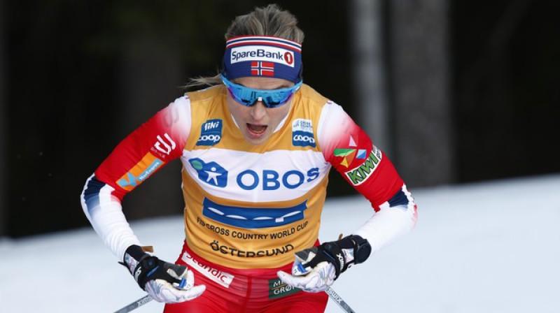 """Terēse Jūhauga bija ļoti apmierināta ar startu pirmajā """"Ski Tour"""" posmā. Foto: Terje Pedersens/NTB Scanpix."""