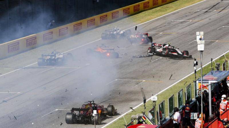Sadursme Toskānas GP starta taisnē. Foto: Pirelli Motorsport