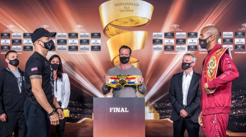 Mairis Briedis un Juniels Dortikoss pirms fināla. Foto: World Boxing Superseries