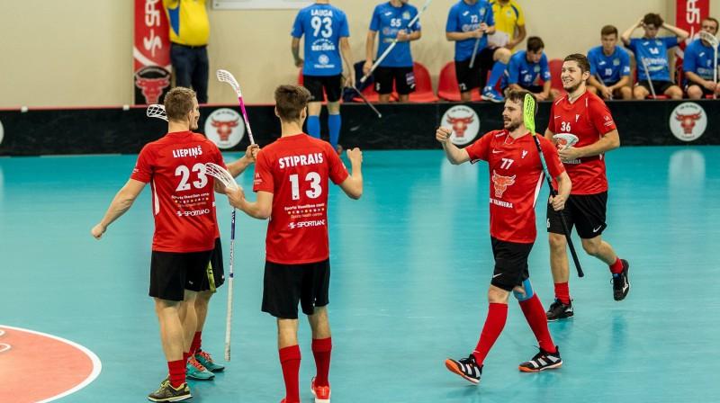 "FBK ""Valmiera"". Foto: Raivo Sarelainens, floorball.lv"