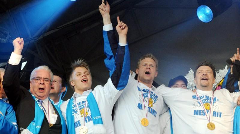 Kalervo Kummola 2011. gada 16. maijā Helsinkos pēc Somijas uzvaras pasaules čempionātā. Foto: Reuters/Scanpix