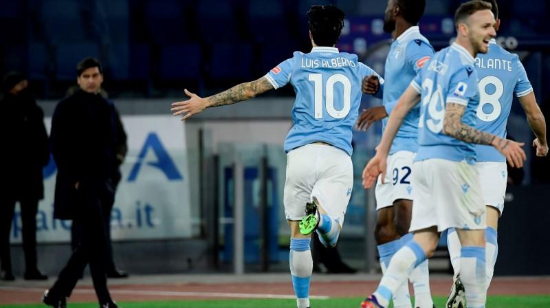 """""""Lazio"""" svin Luisa Alberto vārtu guvumu. Foto: AFP/Scanpix.ee"""