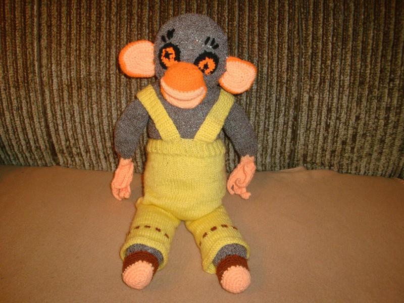 Adīts rotaļu pērtiķītis
