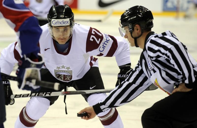 Hokeja izlases treniņā šodien 13 tālākie kandidāti