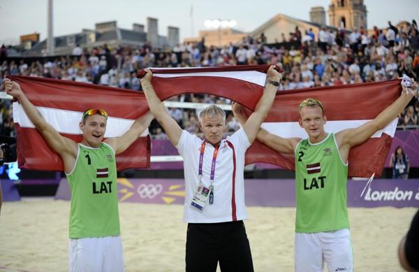 Pļaviņš un Šmēdiņš ar fantastisku spēli izcīna medaļu Latvijai