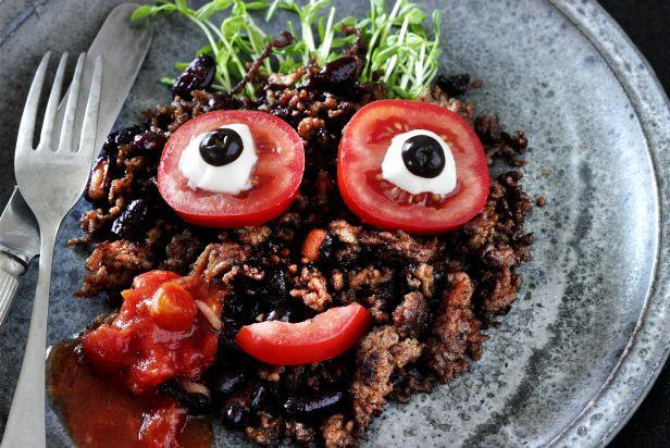 Aromātiskie liellopu gaļas un pupiņu salāti