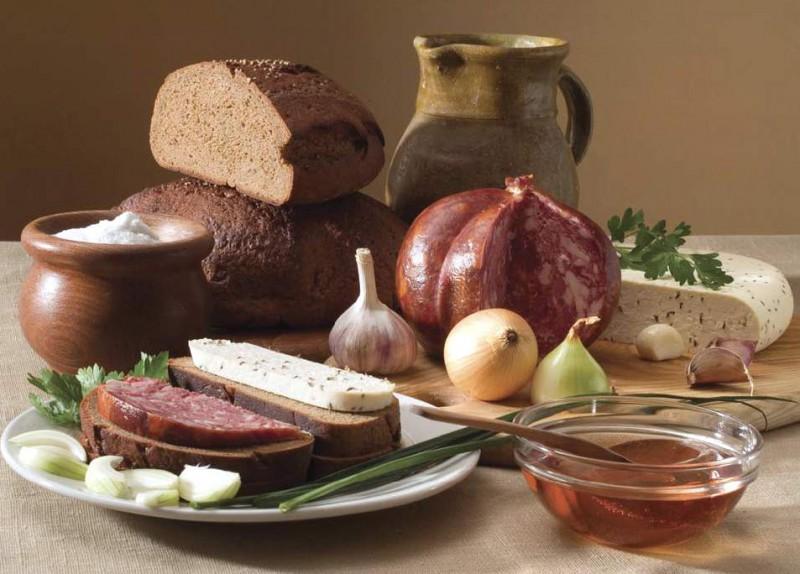 Daudzveidīgā, tradīcijām un interesantiem ēdieniem bagātā lietuviešu virtuve