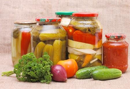 Dārzeņu un sēņu konservēšana: skābēšana, sālīšana, karsēšana, pasterizēšana, marinēšana