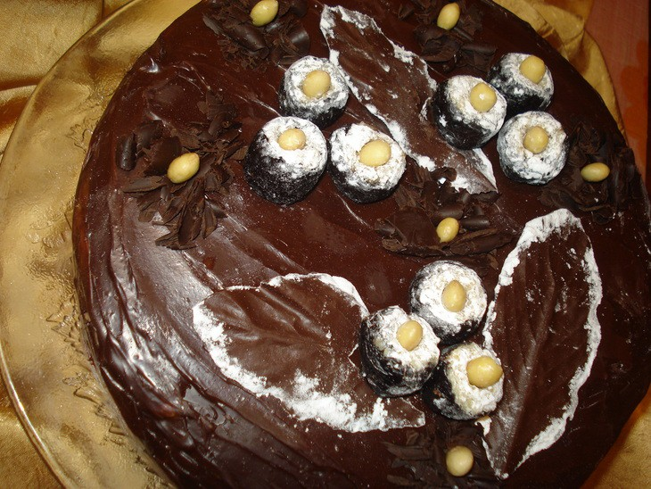 Valriekstu un plūmju torte
