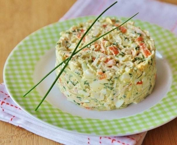 Krabju nūjiņu salāti ar ananāsiem
