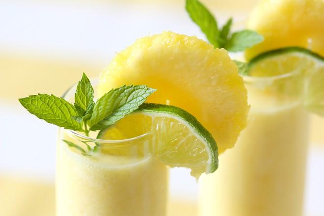 Piena un citrona kokteilis
