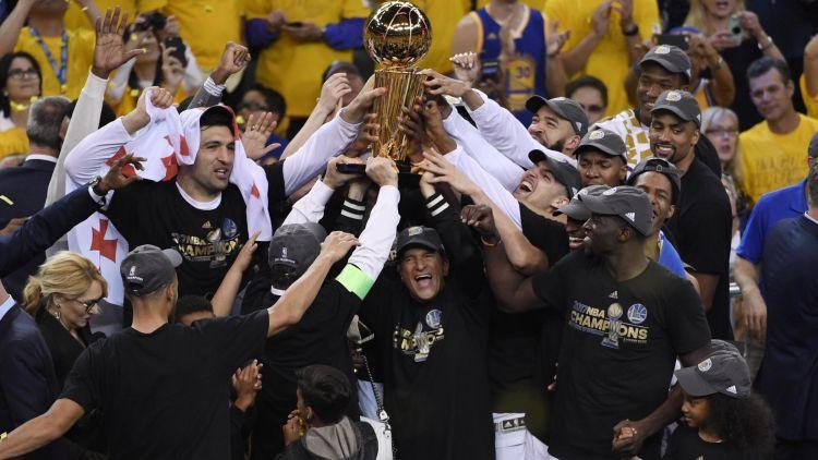 """""""Warriors"""" triumfē, Durentam pirmais čempiona tituls un fināla MVP gods"""