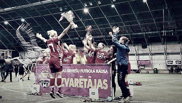 """""""Rīgas Futbola skola"""" tiek galā ar """"Liepājas"""" sīvo pretestību un izcīna Latvijas kausu"""