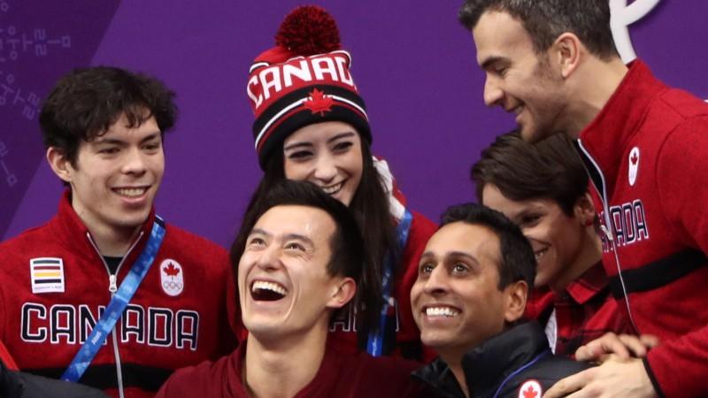 Kanādai pirmo zeltu sarūpē daiļslidošanas komandas pārliecinošais sniegums