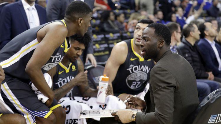"""Hārdeveja un """"Knicks"""" melnā sērija turpinās, """"Warriors"""" trenē paši sevi un grauj ar +46"""