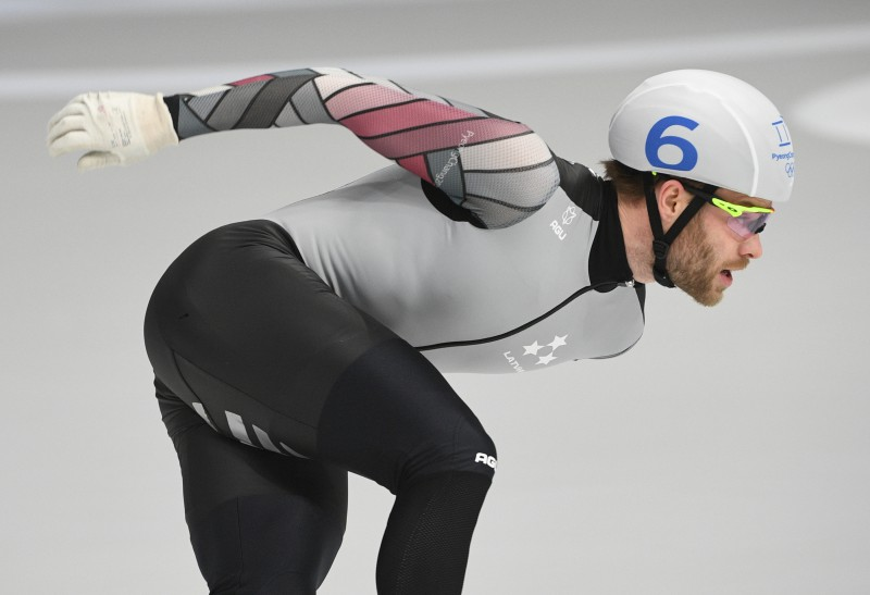 Ātrslidotājs Silovs izcīna 12.vietu Pasaules kausa posma finālā masu startā