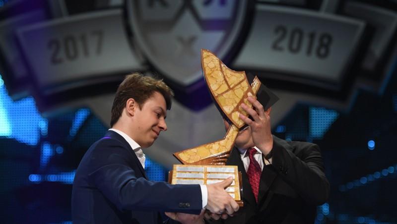 KHL labākais aizsargs – dānis Larsens, MVP balva tiek Gusevam