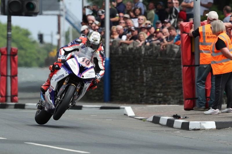 Menas salā krīt pasaules ātrāko motosacīkšu rekords