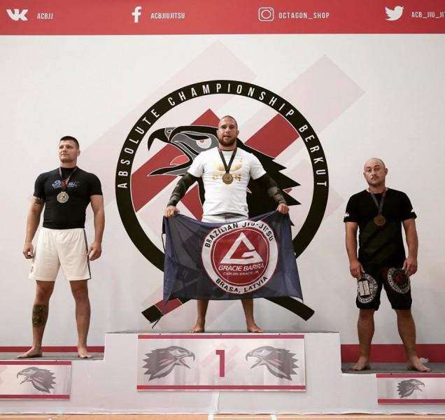 Cīkstonis Mežijevs uzvar Eiropas čempionātā greplingā