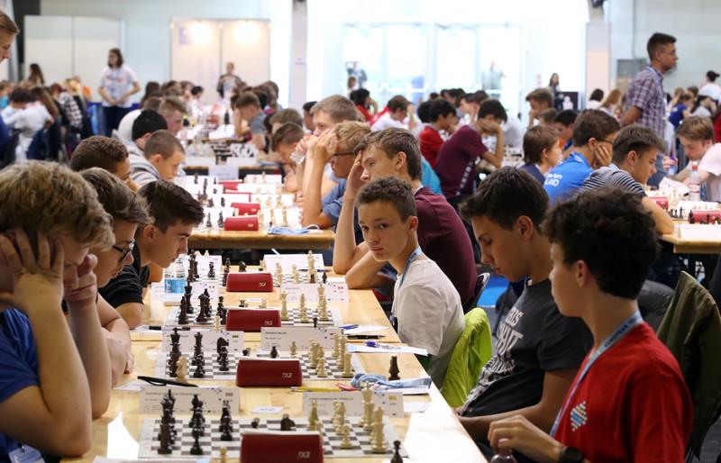 Četri Latvijas šahisti starp līderiem pēc Eiropas jauniešu čempionāta otrās dienas