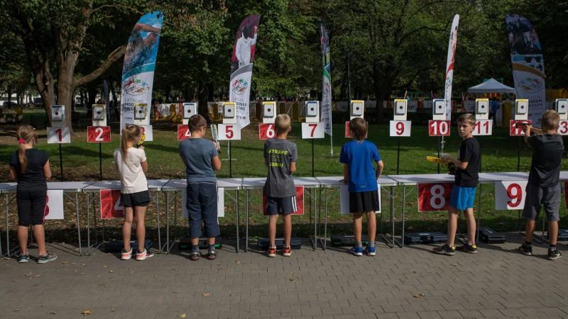 """Naturalizētais Pinčuks uzvar """"Laser Run"""" sacensībās Rīgas sporta naktī"""
