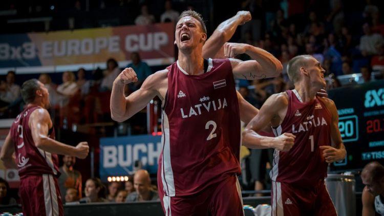 Latvijas 3x3 basketbolisti Eiropas kausa finālā trillerī piekāpjas Serbijai un iegūst sudrabu
