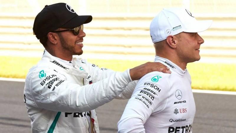 """""""Mercedes"""" nobremzē Botasu un uzdāvina Hamiltonam 70. uzvaru"""