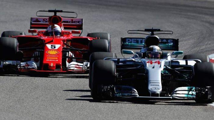 """Hamiltons: """"Atpalicēji nav vainīgi, ka F1 mašīnas ir tādas"""""""
