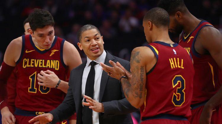 """""""Cavaliers"""" pēc 0-6 sezonas sākumā atlaiž galveno treneri Lū"""