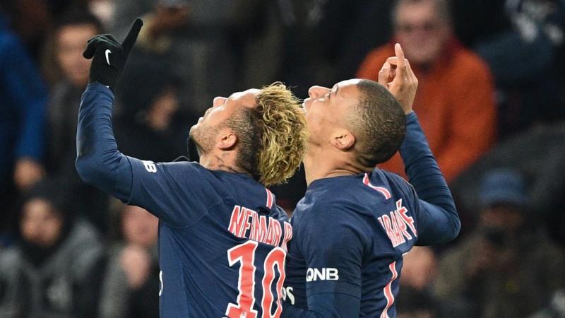 """Mbapē ar lieliskiem vārtiem izšķir arī līderu dueli, PSG labo """"Top 5"""" līgu rekordu"""