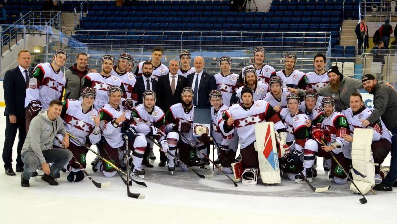 Lieliskā Auziņa spēle ļauj latviešiem no Minskas aizbraukt neuzvarētiem