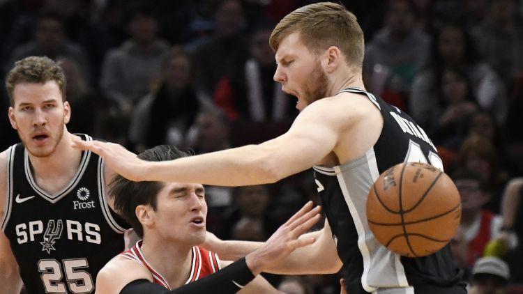 """Bertāns un """"Spurs"""" Čikāgā nervozā galotnē nosargā uzvaru pār """"Bulls"""""""