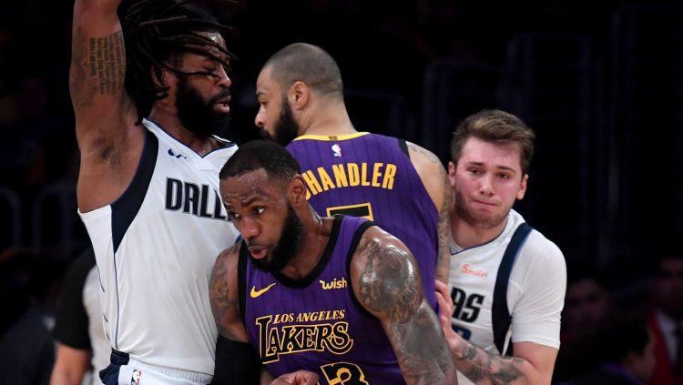 """""""76ers"""" sagrauj Vašingtonu, Džeimsam 28 punkti uzvarā pār Dalasu"""
