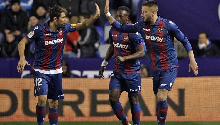 """Pēdējo četru Karaļa kausu ieguvēja """"Barcelona"""" zaudē 1/8 fināla pirmajā mačā"""