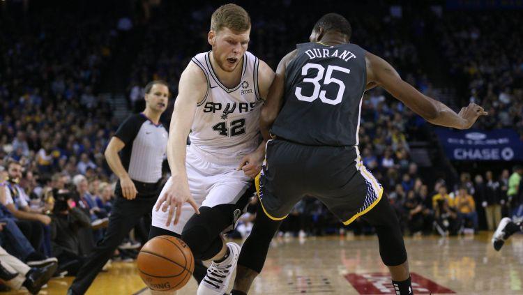 """Bertāns un """"Spurs"""" pusnaktī mēģinās pārtraukt zaudējumu sēriju"""